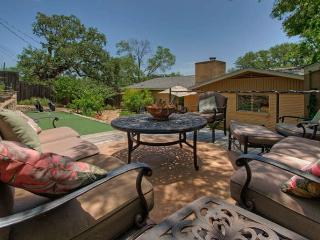 The Top Hat - amazing 2/2 near SOCO and downtown! - Austin vacation rentals