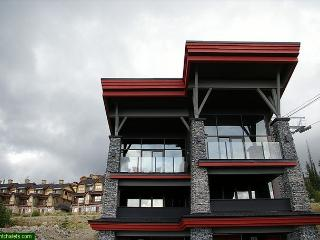 The Edge 16 Happy Valley Location in Big White Sleeps 11 - Big White vacation rentals