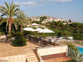 Luxury Villa with Fantastic Views - Special Offer 20% Discount for Remaining Weeks July/August - Saint-Paul-de-Vence vacation rentals