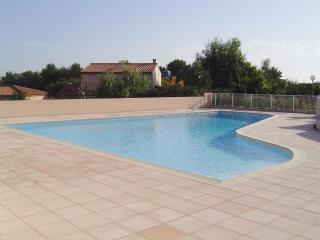 1 bedroom apartment with pool at 10 min from the beach! AIRCONDITIONNING - Biot vacation rentals