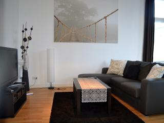 Relaxing and Cozy-Lots of light, Balcony - Berlin vacation rentals