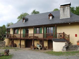 Mountain Chalet 3 * in the heart of a small Pyrenean village. - Midi-Pyrenees vacation rentals