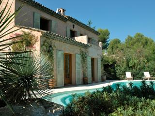 French Riviera Luxury Villa Sleeps 10 w Pool & AC - Golfe-Juan Vallauris vacation rentals