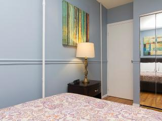 Sleeps 4! 2 Bed/1 Bath Apartment, Times Square, Awesome! (8403) - New York City vacation rentals