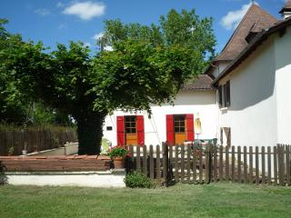 Rural comfortable 2 bed Gite in the Dorgogne - Cendrieux vacation rentals