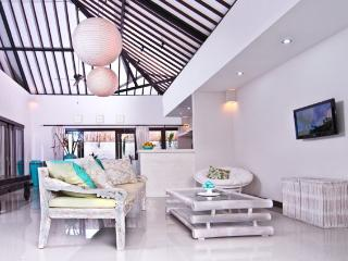 Beautiful Villa Cemara, a luxurious home away from home w. pool - Canggu vacation rentals