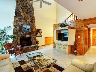 Shoreline Towers Townhouse 4-4 - Book Online! Patio & Balcony overlook Lake! Walk to Beach! Buy 3 Nights, get 1 Free!  Book Now! - Destin vacation rentals