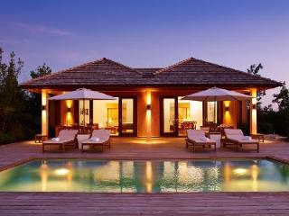 Beachfront Parrot Cay 2 Bdr Beach House with pool, 24/7 Estate security & resort amenities - Parrot Cay vacation rentals