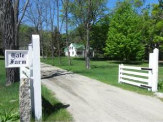 Historic Hale farm entrance - Townhouse close to everything in the area! - North Conway - rentals