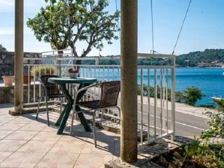 1 Bedroom apartment in a family home A2 - Zaton (Dubrovnik) vacation rentals