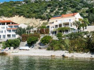 2 bedroom apartment with terrace in Zaton Bay A5 - Zaton vacation rentals