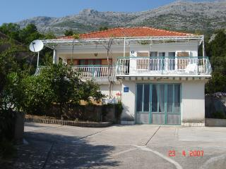 4+2 apartment 40 m from the sea, large terrase. - Kuciste vacation rentals