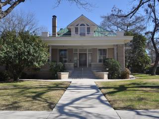 Downtown New Braunfels--Walk to Everything - New Braunfels vacation rentals