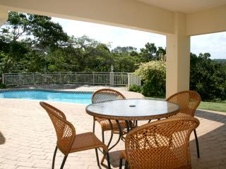 25SOUTHBROOM: SPACIOUS HOUSE & GARDENS, POOL & GAMES AREA SLEEPS 8 + 1 ADULT OR 2 CHILDREN - Southbroom vacation rentals