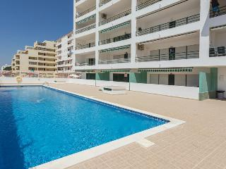 Apartment with pool by the beach in Algarve - Quarteira vacation rentals