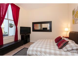 Bedroom, bright large window, king size bed, satellite 42'' TV, wifi, plenty of storage,high ceiling - STYLISH 1BEDROOM APT PRIV GARDEN NOTTING HILL WIFI - London - rentals
