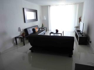 Hollywood Beach Apartment w/2 BR! - Hollywood vacation rentals