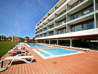 1 BEDROOM APARTMENT FOR 3 ADULTS IN A 4 STAR RESORT NEAR OURA BEACH AND AVEIROS BEACH IN ALBUFEIRA - REF. AV134474 - Albufeira vacation rentals