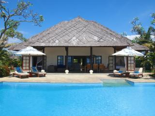 Villa Bersama: Live The Bali Dream In This Luxury Beach Front Villa With Staff! - Lovina Beach vacation rentals