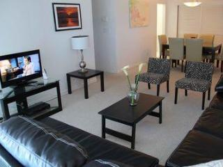 Neat apartment w/ ocean view! - Hollywood vacation rentals
