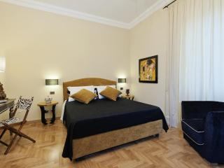 Colosseum Luxury Apt. 2 bedrooms free wifi jacuzzi - Rome vacation rentals