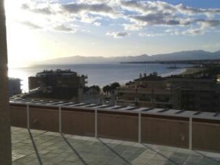 Salou, 4-5 pers, 5th floor,central, quiet and  very close beach and all shops. - Calafell vacation rentals