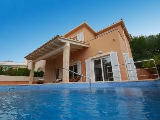Villa Oliveres d'Alcanada, near sea and Golf - Puerto de Alcudia vacation rentals