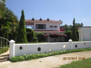 FABULOUS MODERN BEACH VILLA CLOSE TO THE FISHING VILLAGE OF MASACHAPA - Masachapa vacation rentals