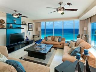 Contemporary 3 Bedroom Penthouse Apartment overlooking Maxwell Beach - Maxwell vacation rentals