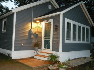 Van Huis Cottage #4 - Mackinaw City vacation rentals
