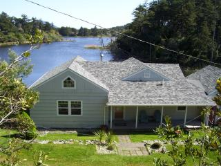 Otter Cove On Garrison Lake Port Orford Oregon - Gold Beach vacation rentals
