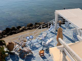 Captain Zeppos - White House, 50m from the beach in Apolonia - Milos vacation rentals