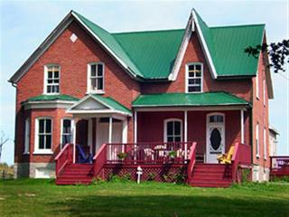Harinui Farm - Kearney House - Waupoos vacation rentals