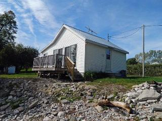 Creasy's Cottages - APPLE INN - Prince Edward County vacation rentals