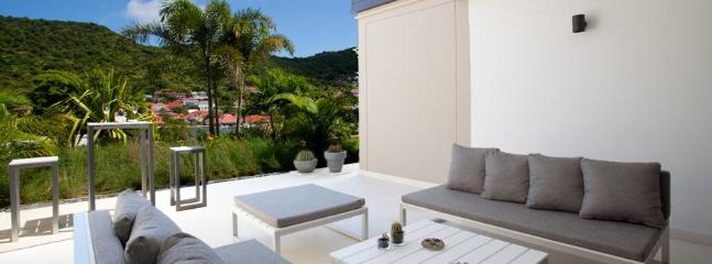 1 Bedroom Villa with Harbour View in Gustavia
