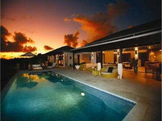 Remarkable 6 Bedroom Villa with Private Infinity Pool in Little Harbour - Little Harbour vacation rentals