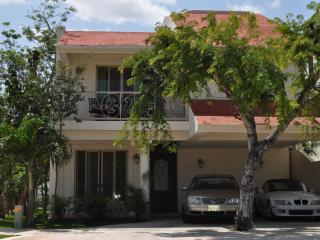 Cancun, close beach in exclusive private place whith lake - Colonia Luces en el Mar vacation rentals