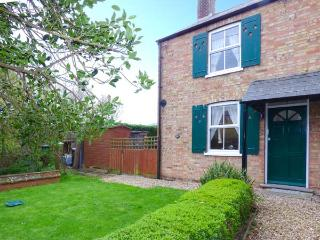 LABURNUM COTTAGE, pet-friendly, WiFi, lawned garden, Ref, 29465 - Cambridgeshire vacation rentals