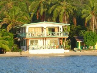BEACH FRONT HOUSE AT THE CARIBBEAN SIDE OF PANAMA - Isla Grande vacation rentals