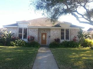 PRIVATE POOL, 4 BR, 3 BA- Wi-Fi - Galveston vacation rentals