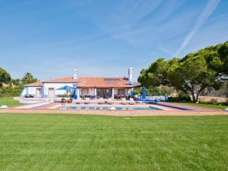 SPECTACULAR 5 BEDROOM VILLA + 1 SUITE FOR 12 PEOPLE WITH PRIVATE POOL AND TENNIS COURT IN OLHOS DE AGUA, ALBUFEIRA REF. ALMB1345 - Albufeira vacation rentals