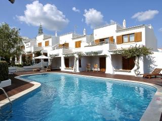 2 BEDROOM APARTMENT FOR 5 NEXT TO THE BEACH IN OLHOS D'AGUA, ALBUFEIRA (1) REF. 134618 - Olhos de Agua vacation rentals