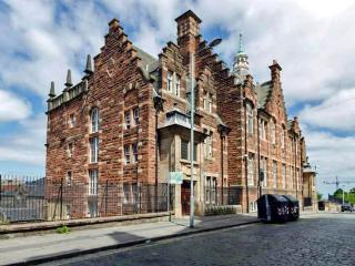 Exterior of the Old Schoolhouse - Home Central: 5 Mins walk to Royal Mile! FREE Wifi - Edinburgh - rentals