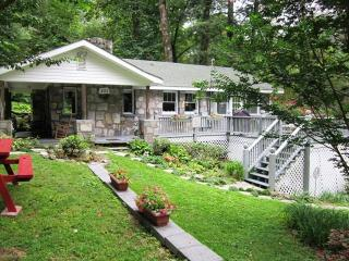 Mtn Views, Pool Table.  2 miles to Chimney Rock - Lake Lure vacation rentals