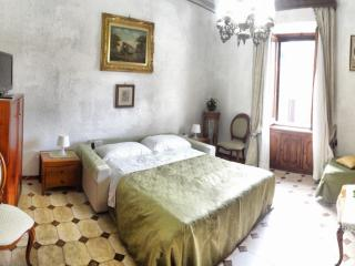 B&B Monti, rooms in the History! (65 euro 1 room) - Vatican City vacation rentals