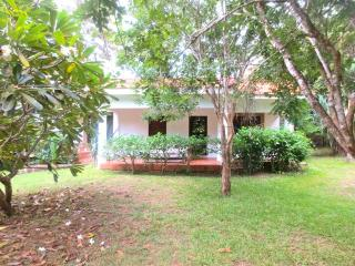 Kenya South Coast: Diani - lovely cottage, shared pool - Lucca vacation rentals