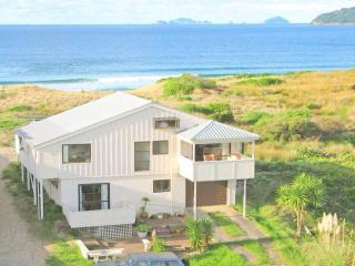 NZ Duke's Beach Front surf shack - Tairua vacation rentals