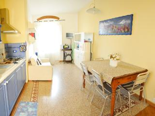 Apt for 3 Cathedral Wiew in the historic centre - Florence vacation rentals