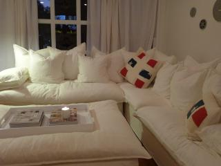 Maison Blanc 914-Charming 2 bdrm Cottage w/ Reclaimed Wood Accents - West Hollywood vacation rentals