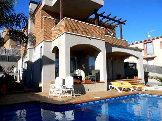 Classic Spanish villa for 10-11 people, only 700m from the beaches of Costa Dorada - Costa Dorada vacation rentals